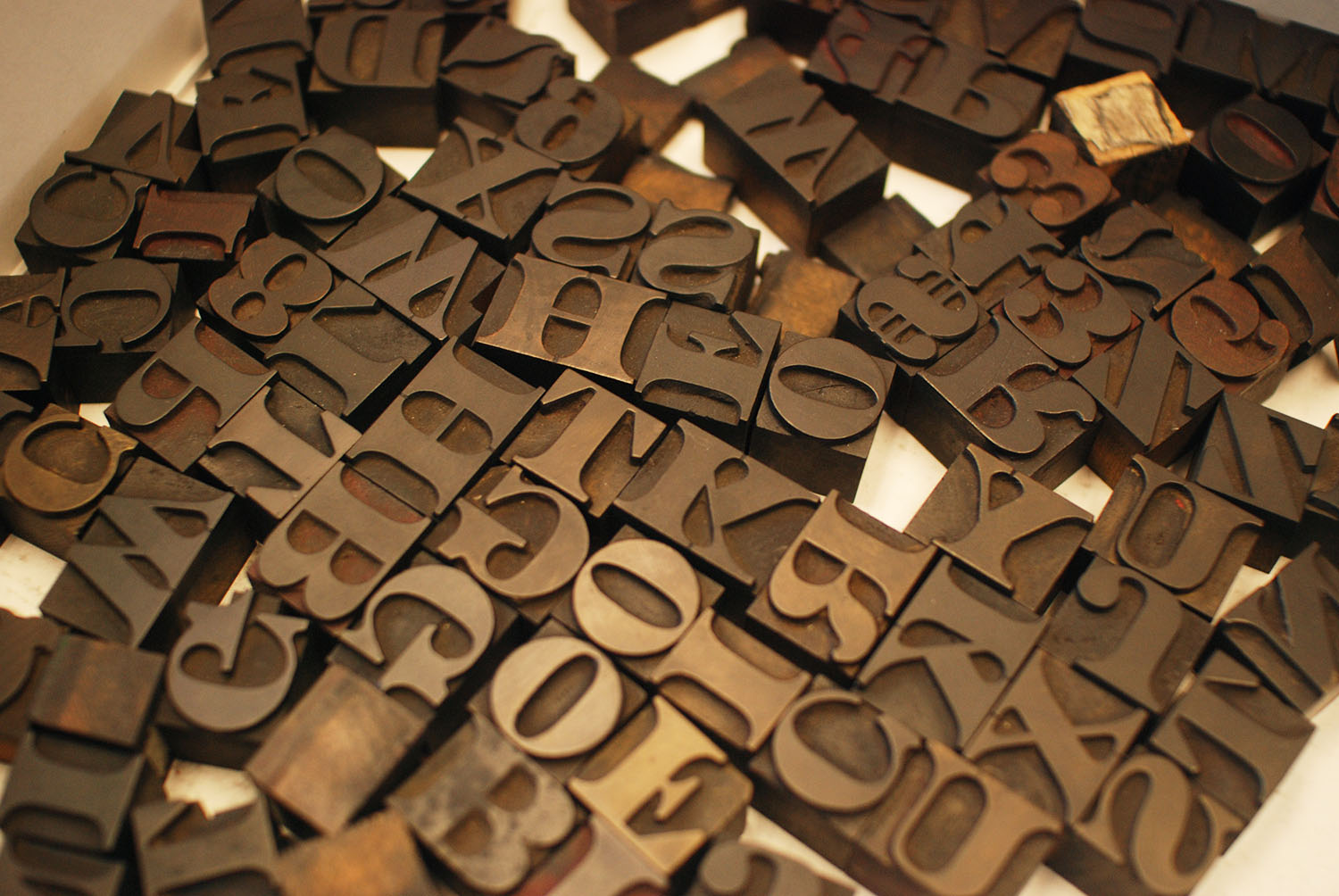 Roman Fat Face style wood type in box
