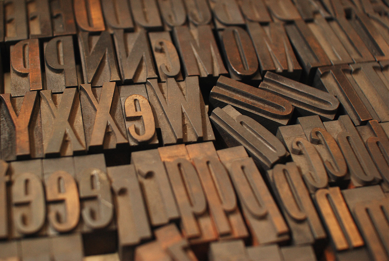 Gothic Modulated Wood Type in a Box